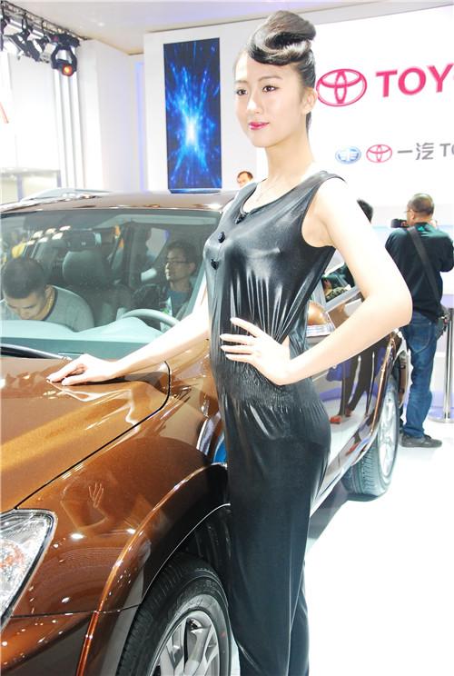 2013重庆车展车模组图四高清图片