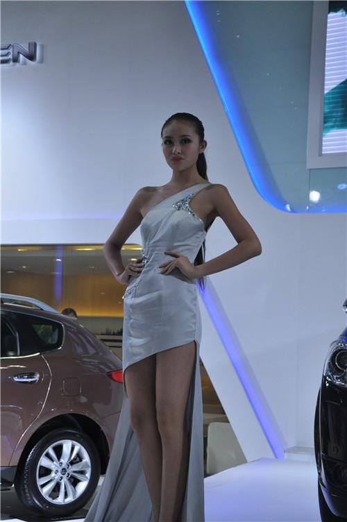 2013重庆车展车模组图六高清图片