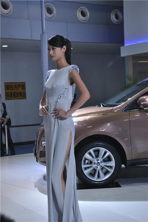 2013重庆车展车模组图七高清图片