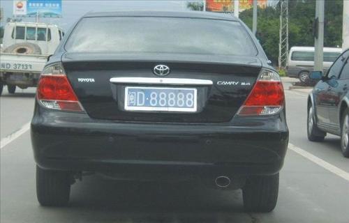 闽�z(X�_拥有闽d88888车牌的据说是一暴发户,只是丰田佳美就用这么好的车牌