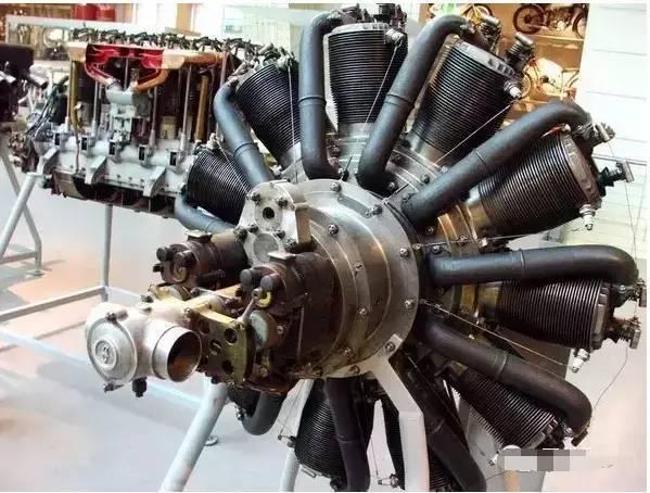 """老师:""""它是用在飞机上的九缸发动机"""