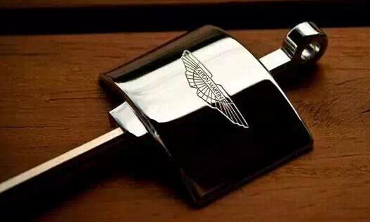 阿斯顿·马丁   拿着这把钥匙,会让你的肾上腺素飙升,500匹马高清图片