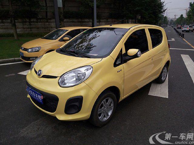 2006年11月奔奔在北京车展上正式上市,它是长安的首款自主品牌轿车,一