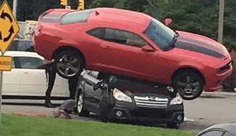 前不久外媒报道,在美国田纳西州,一辆科迈罗莫名其妙地骑上了斯巴鲁傲虎车顶,因车辆失控导致。虽无人员伤亡,制动系统好不好,可是关系到生命安全啊!