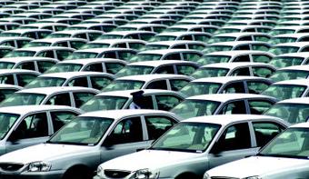 还有一个月的时间就要进入2016年,2015年已经注定是中国车市史上市场最为低迷的年份之一。根据中国汽车工业协会的数据,2015年1~10月,汽车产销分别为1928.03万辆和1927.81万辆,同比增长0.02%和1.51%。即使有11月、12月最后的相对高速的增长,2015年的整体车市平均增长速度也不可能超过3%。